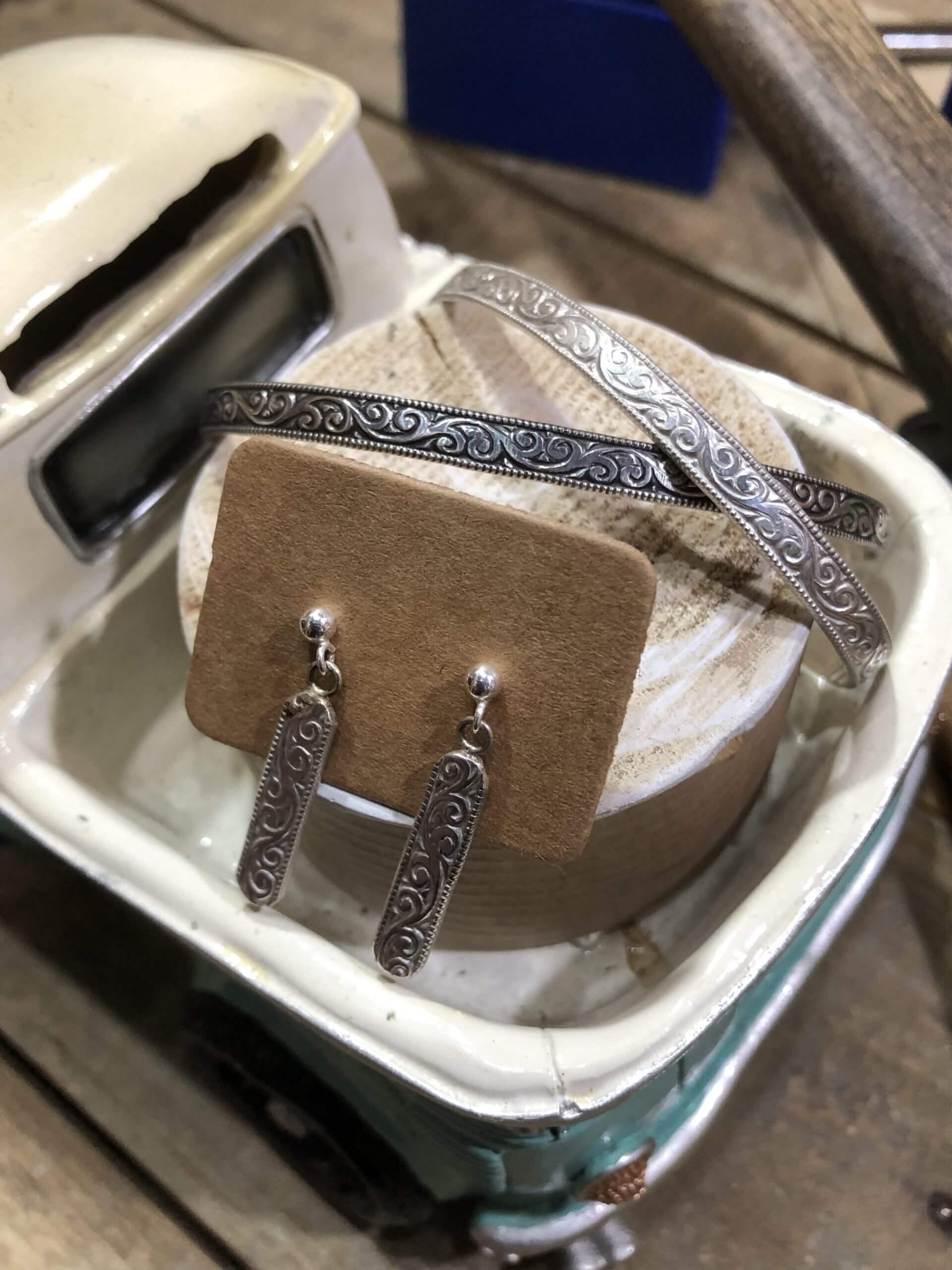 <奈良・天理 >銀板から槌目柄・文字などを打ち付け作成するバングルプラン♪